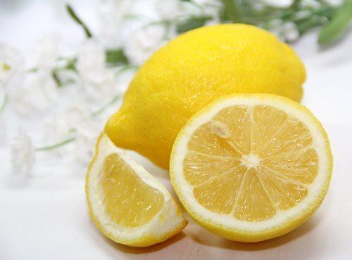 치석을 제거하고 구강 건강을 개선하는 방법 레몬