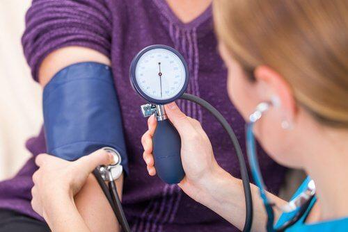 혈압을 낮춰주는 식품은 어떤 것들이 있나요?