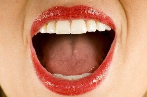 주름과 피부 처짐을 방지해주는 7가지 얼굴 운동