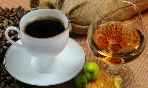 커피에 넣지 말아야 할 최악의 제품 6가지
