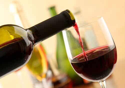 레드 와인을 마시는 것이 좋은 이유 8가지