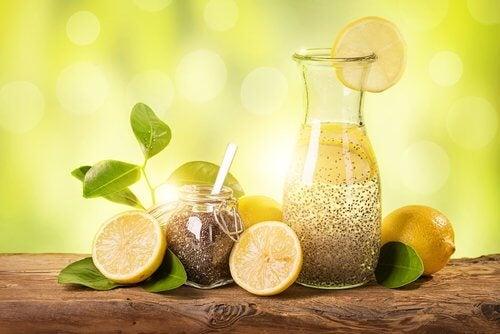 빠른 체중 감량에 효과적인 레몬, 생강과 치아 씨 주스