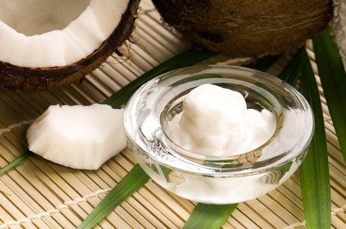 코코넛 오일로 외모를 관리하는 방법 8가지