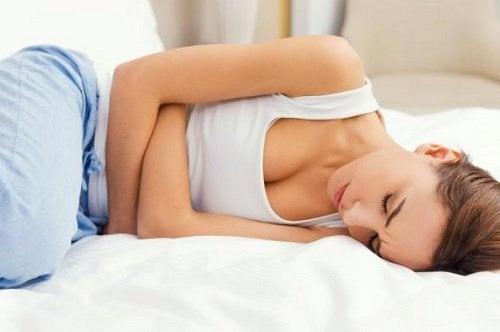 심한 월경통과 하복부 통증이 발생한다