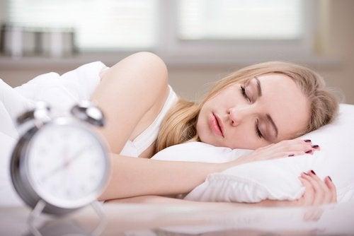 잠을 너무 많이 자는 것