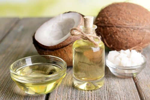 코코넛 오일을 천연 화장품으로 사용하는 방법