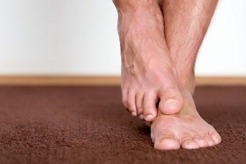 발의 세균 및 각질을 제거하는 방법