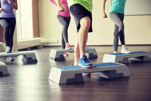유산소 운동 스텝 에어로빅