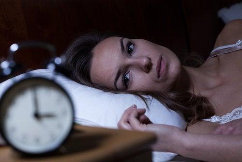 잠이 부족할 때 생기는 생물학적 결과 5가지