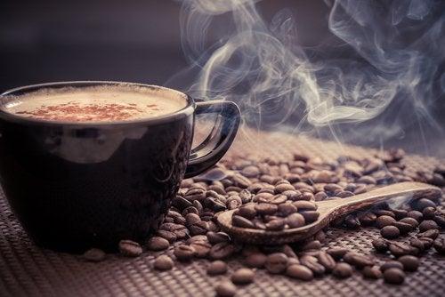 첫 커피를 마시기에 가장 좋은 시간을 밝혀낸 연구
