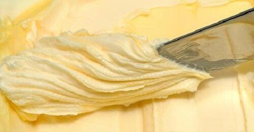 집에서 두 가지 재료로 버터 만들기