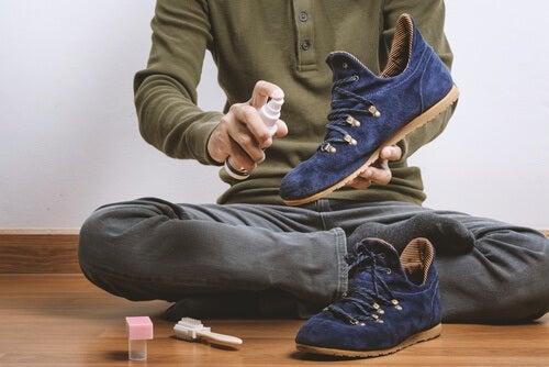 신발 냄새를 제거하는 8가지 쉬운 방법