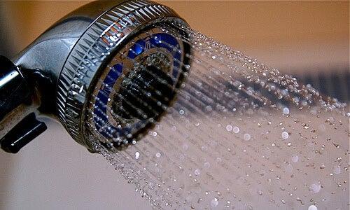 찬물 샤워의 10가지 이점