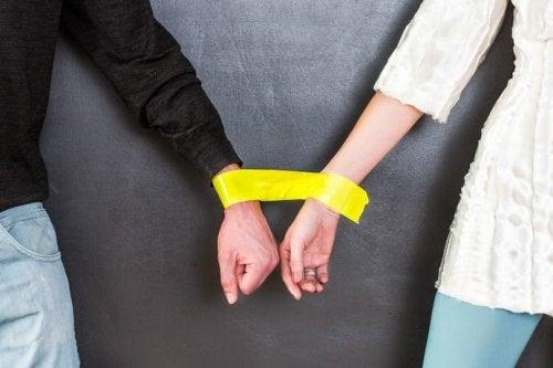 새로운 관계를 시작하기 전에 스스로에게 물어야 할 8가지 질문