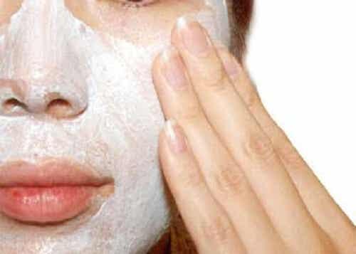 피부 각질을 제거하는 천연 요법