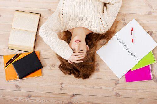 수면 부족일 때 나타나는 8가지 증상
