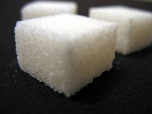 밀가루, 유제품 및 설탕 없이 케이크 만드는 법