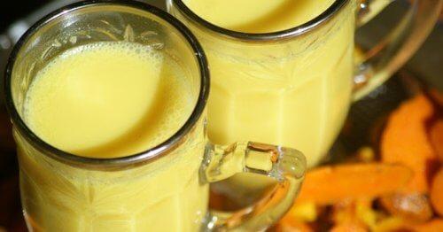 강황 아몬드 우유