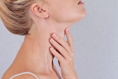 갑상선 문제의 14가지 징후와 증상