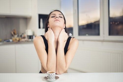 목 주름을 제거하기 위한 5가지 천연 요법