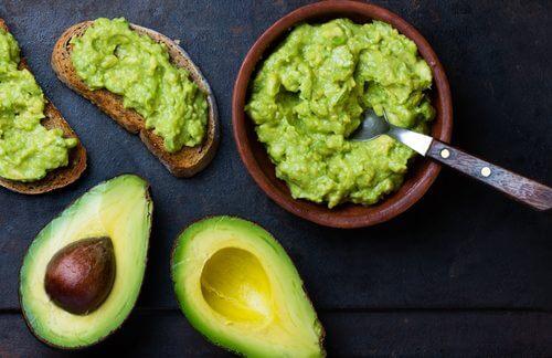 아보카도의 영양분을 활용하는 7가지 놀라운 방법