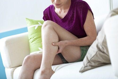 수면 중 다리 경련을 해소하는 6가지 자가 요법