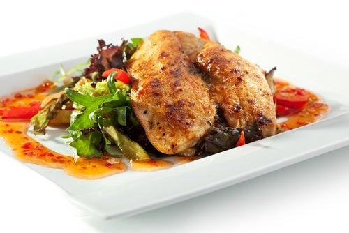 유통 기한이 지났을 때 먹지 말아야 할 7가지 식품