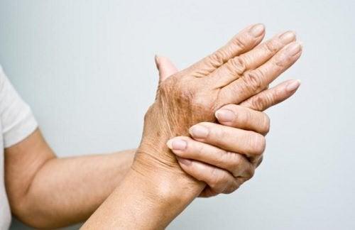 관절염 치료에 도움되는 6가지 오일