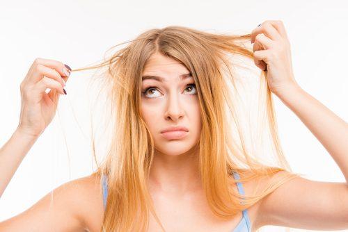 단백질이 부족할 때 건조한 머리카락
