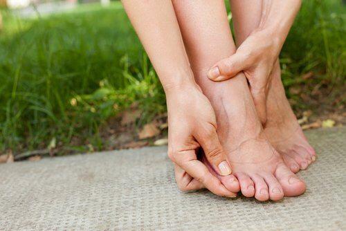 단백질이 부족할 때는 손과 발