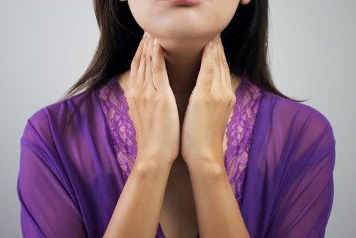 갑상선 기능 저하증이라는 것을 말해주는 8가지 증상