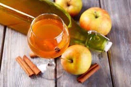 하루에 사과식초 한 숟갈을 마시는 것의 이점 8가지