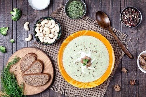 통증을 가라앉히는 영양 만점 채소 수프