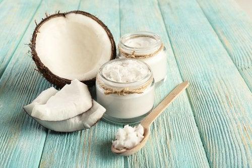 코코넛 오일과 소금으로 발 각질을 제거해보자