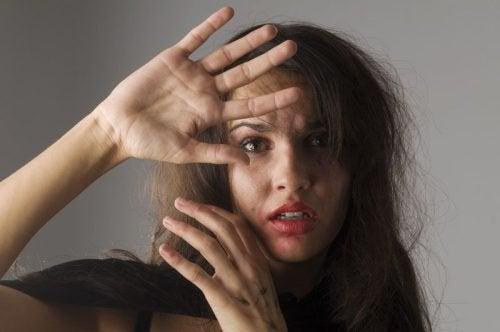 여성이 학대받고 있다는 5가지 신호
