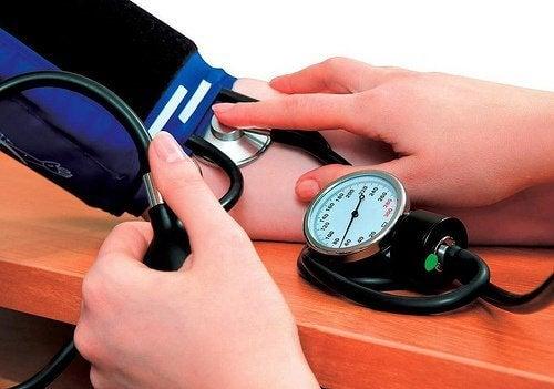 고혈압을 완화하는 7가지 자연 요법