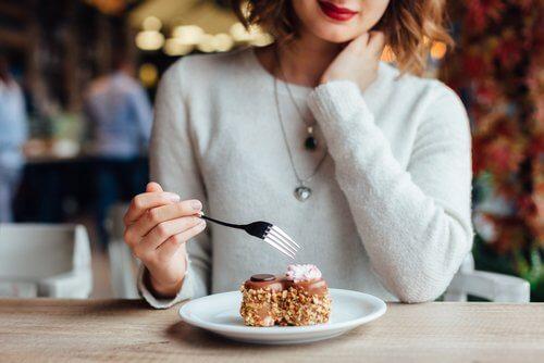 식사 직후 피해야 할 행동 7가지