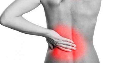허리 통증을 자연적으로 완화하는 법