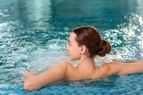 허리 통증을 완화하기 위한 요법