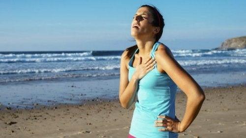 몸에 꼭 끼는 옷을 입으면 생기는 문제 호흡기 문제