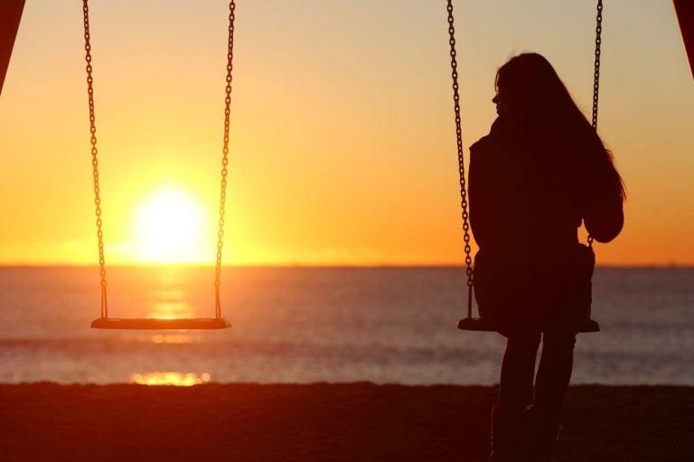 외로움의 고통은 당신을 치유하는 데 도움을 줄 수 있다