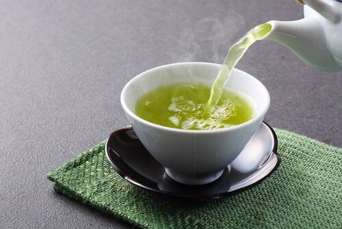 종종 섭취해야 하는 지방 연소 식품 9가지 녹차