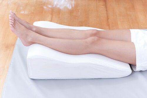 다리의 염증을 치료하는 6가지 천연 요법