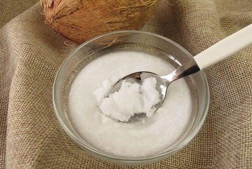 천연 오일로 코코넛 오일