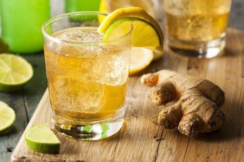 체중을 줄이는 데 도움이 되는 5가지 음료 제조법