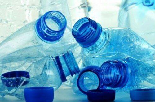 플라스틱병을 재사용해서는 안 되는 중요한 이유