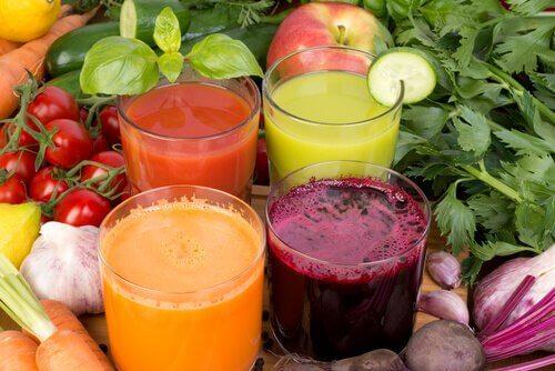 체중을 줄이고 면역 시스템을 강화하는 음료