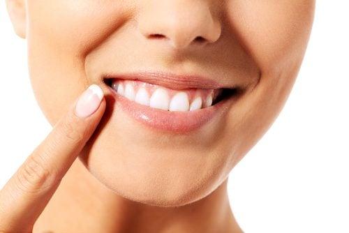 치아를 관리하기 위한 효과적인 자연 요법 9가지