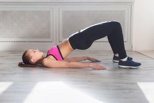 골반 근육을 강화한다