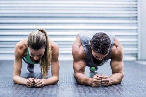운동하는 남녀